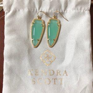Kendra Scott Arrow Earrings!🌿